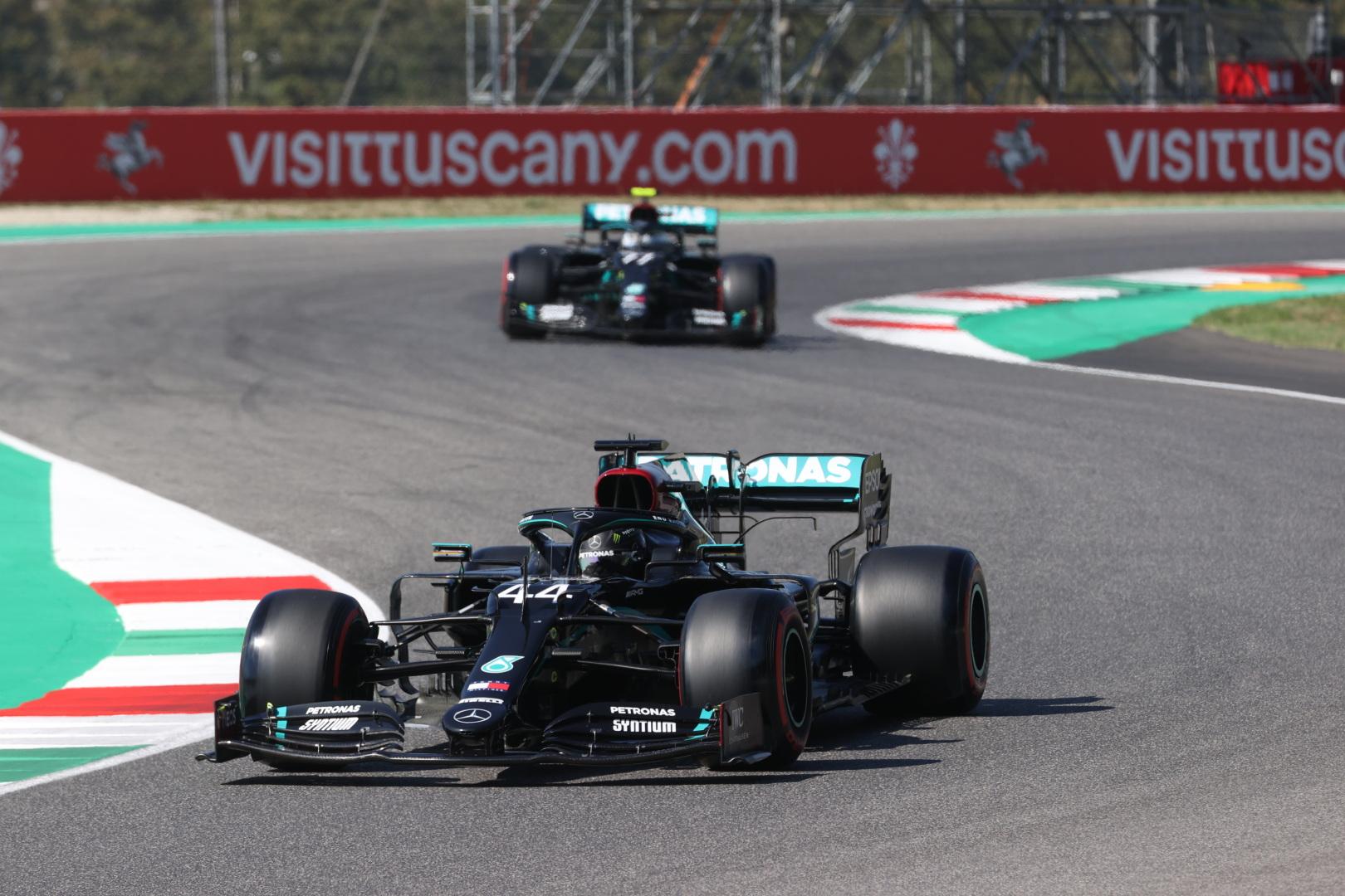 F1: Kettős Mercedes-siker a mugellói roncsderbin