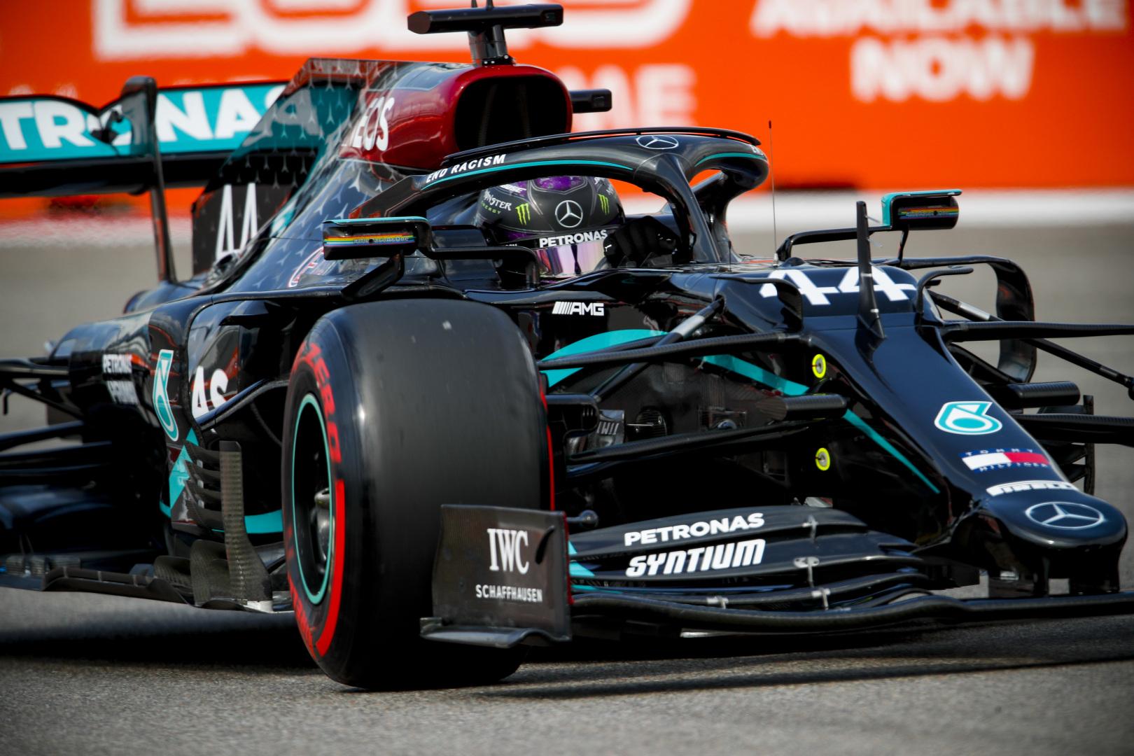 F1: Újabb szabályt hoztak Hamilton miatt