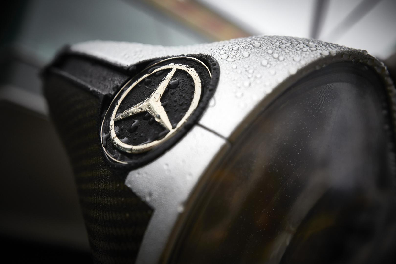 Újabb Mercedes-csapattag és magyar fotós az F1 új koronavírusos esetei között