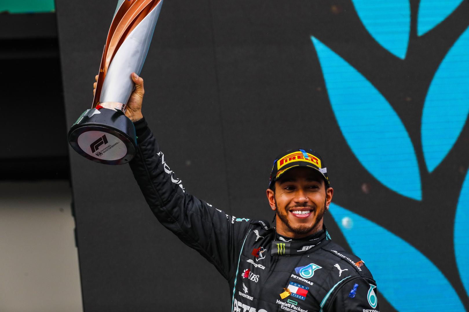 F1: Lovaggá ütik hetedik vb-címe után Hamiltont