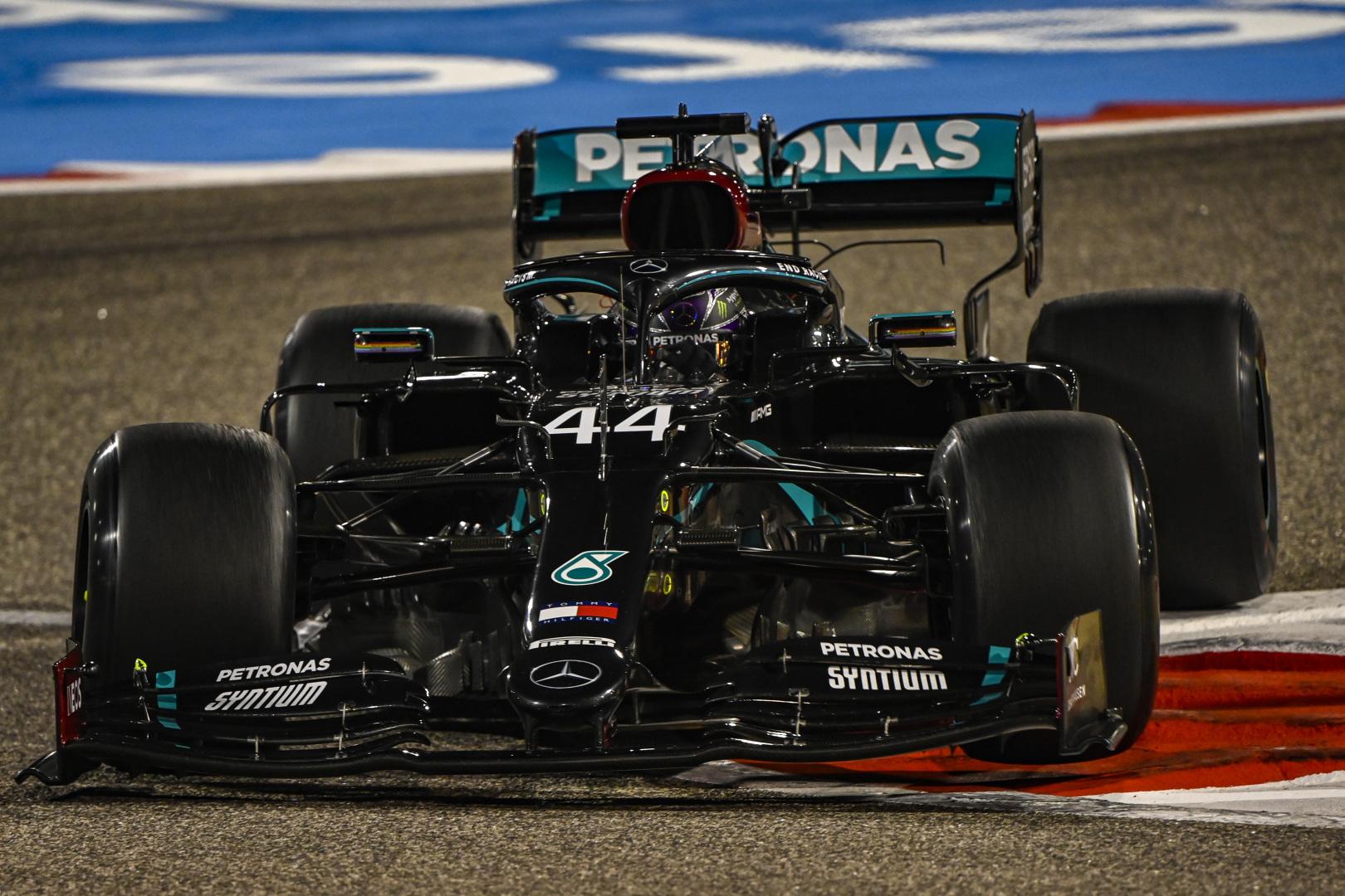 F1: Hamiltoné a pénteki nap Bahreinben