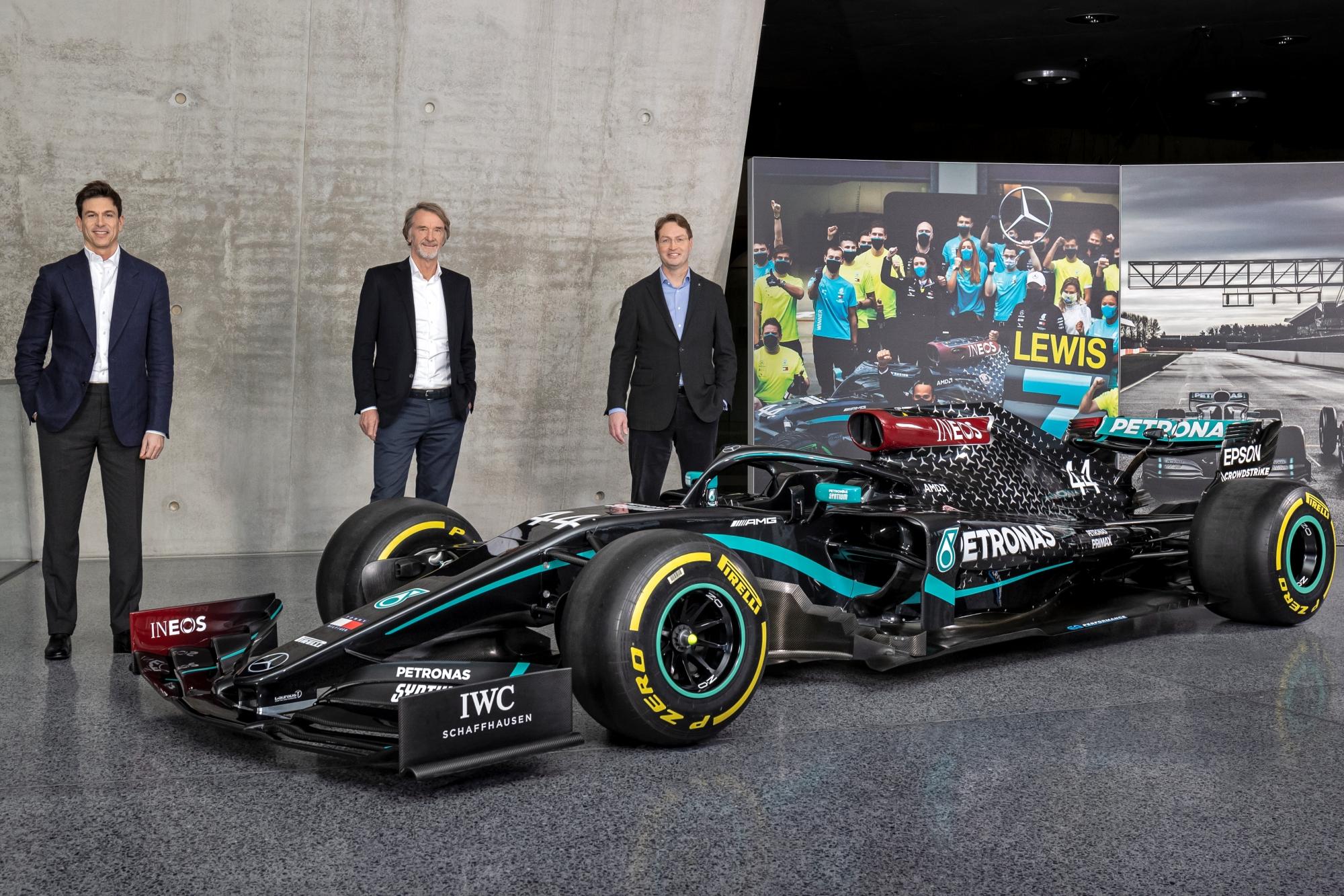 F1: Új társtulajdonos a Mercedesnél, Toto Wolff hosszabbított