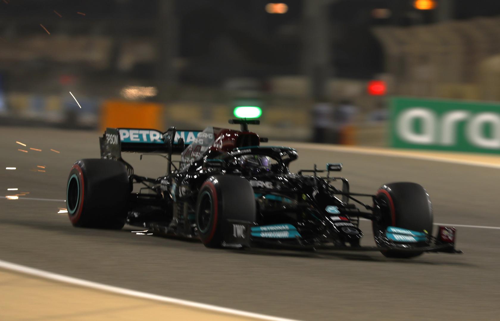 F1: Fair play, de győzelem nélkül – Verstappen helyett Hamilton nyert