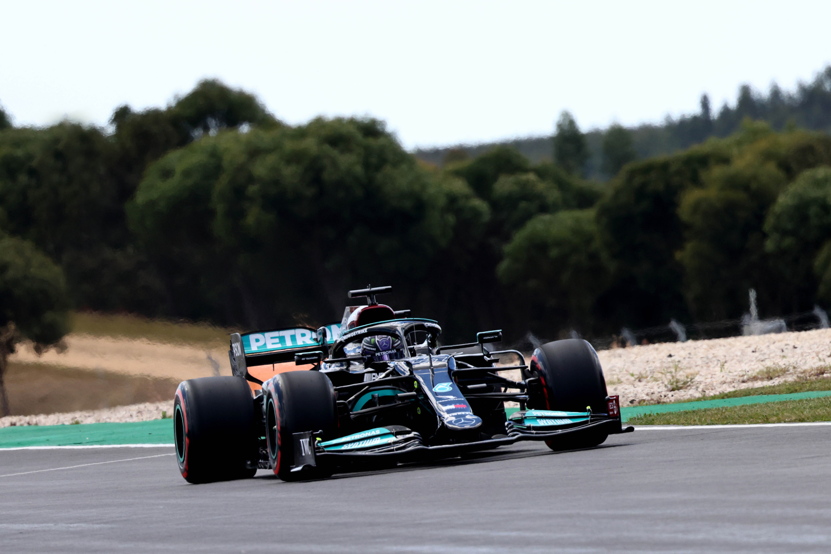 F1: Idén először zárt szabadedzést az élen Hamilton