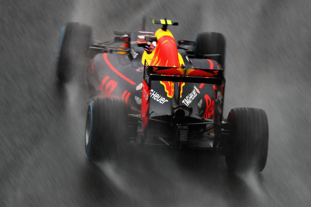 F1 - PROBLÉMÁS ESŐGUMIK: A PIRELLI VÁLTOZTATNI AKAR!