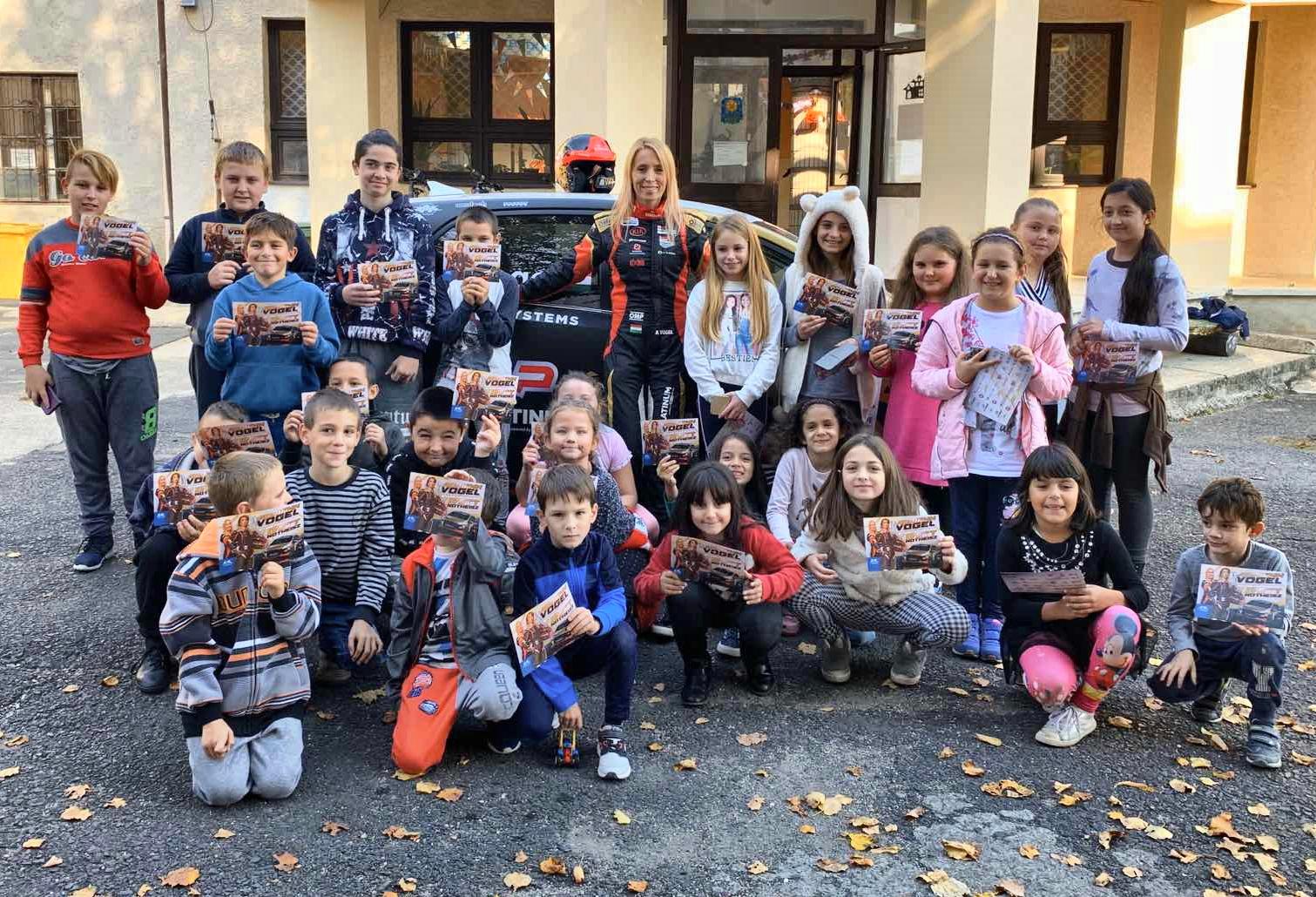 Vogel Adri elvitte az autóversenyzést a zempléni gyerekekhez