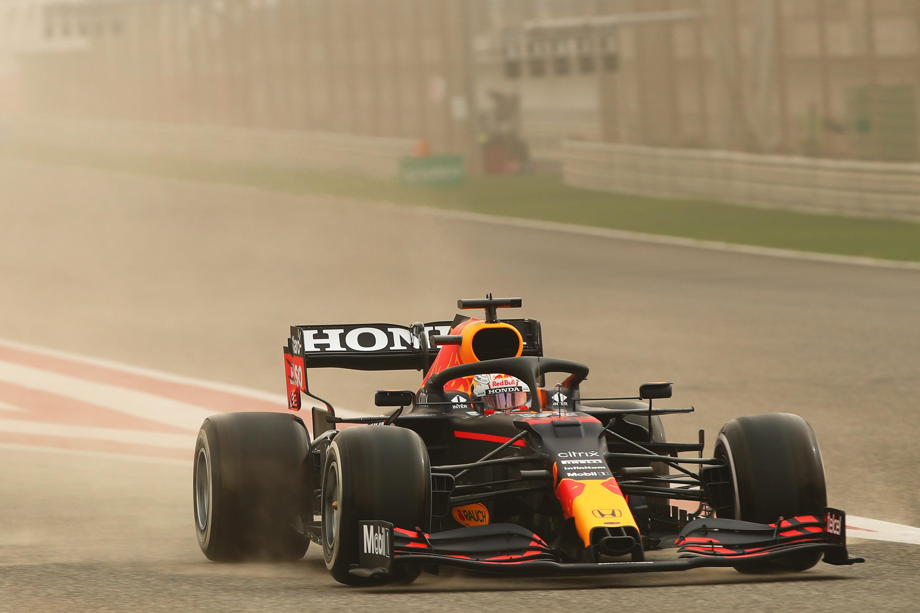 F1: Verstappen-elsőség a szahíri homokviharban