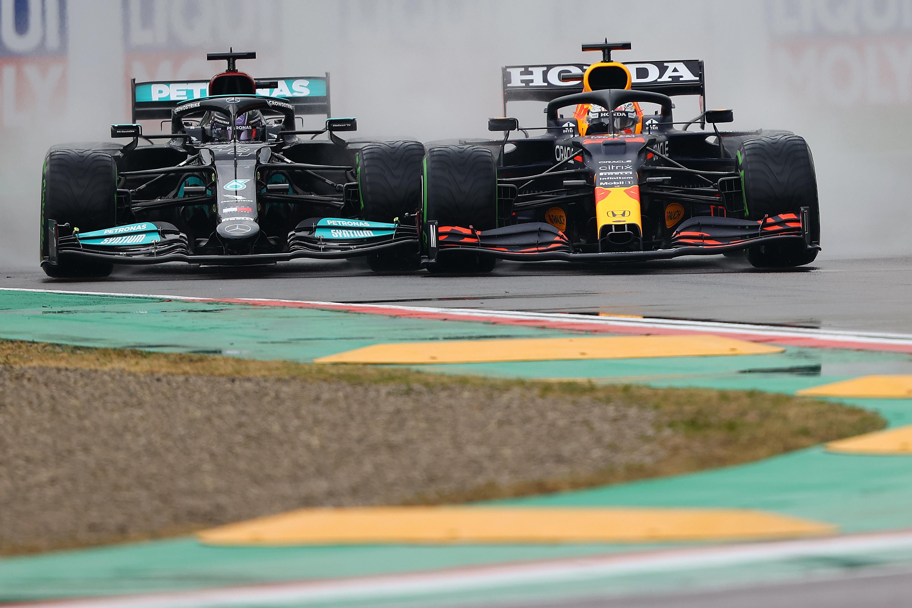 F1: Csúnyán hátba szúrták a Mercedest