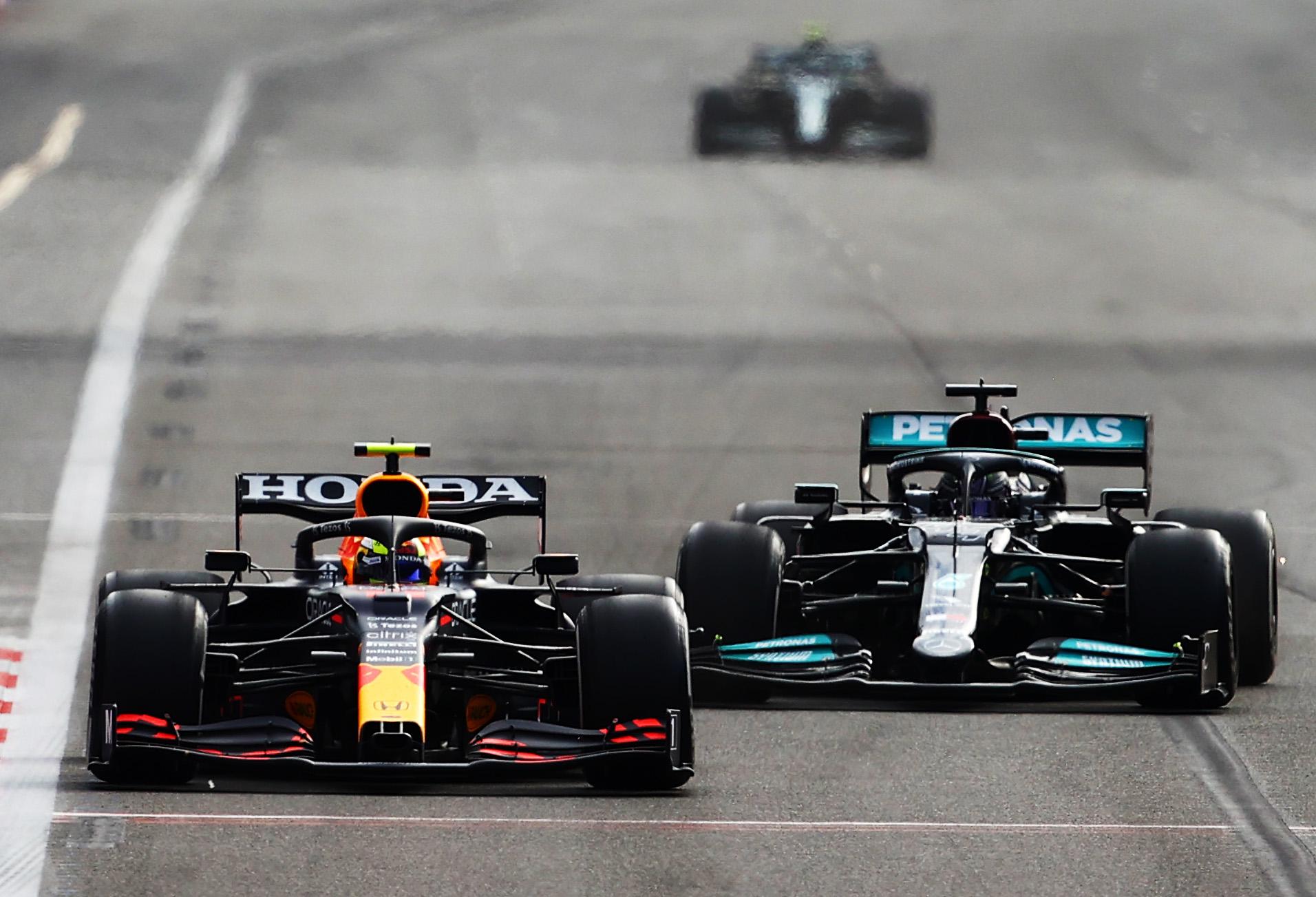 F1: Pérez káoszfutamon nyert Bakuban, Verstappen és Hamilton is nullázott