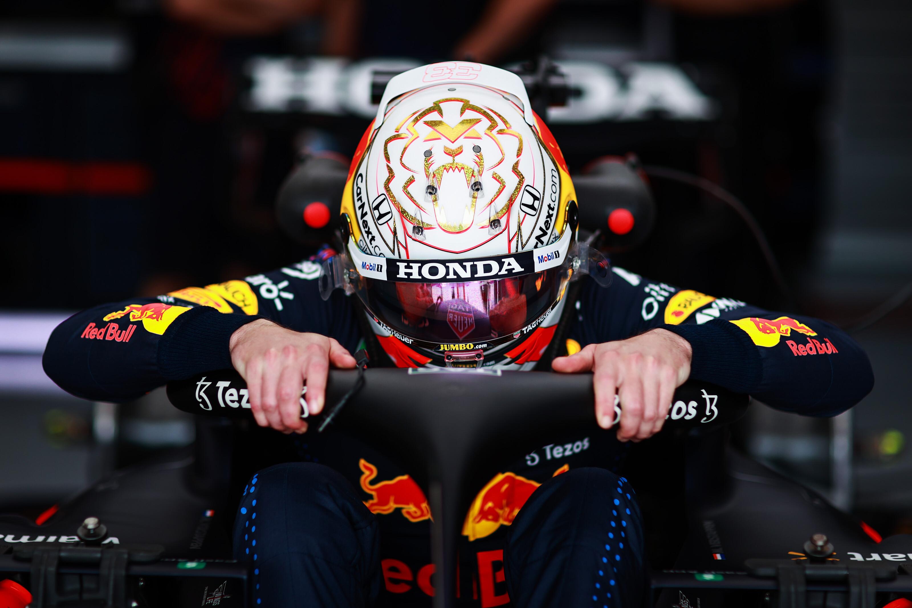 F1: Kenterbe veri Verstappen a mezőnyt az időmérő előtt