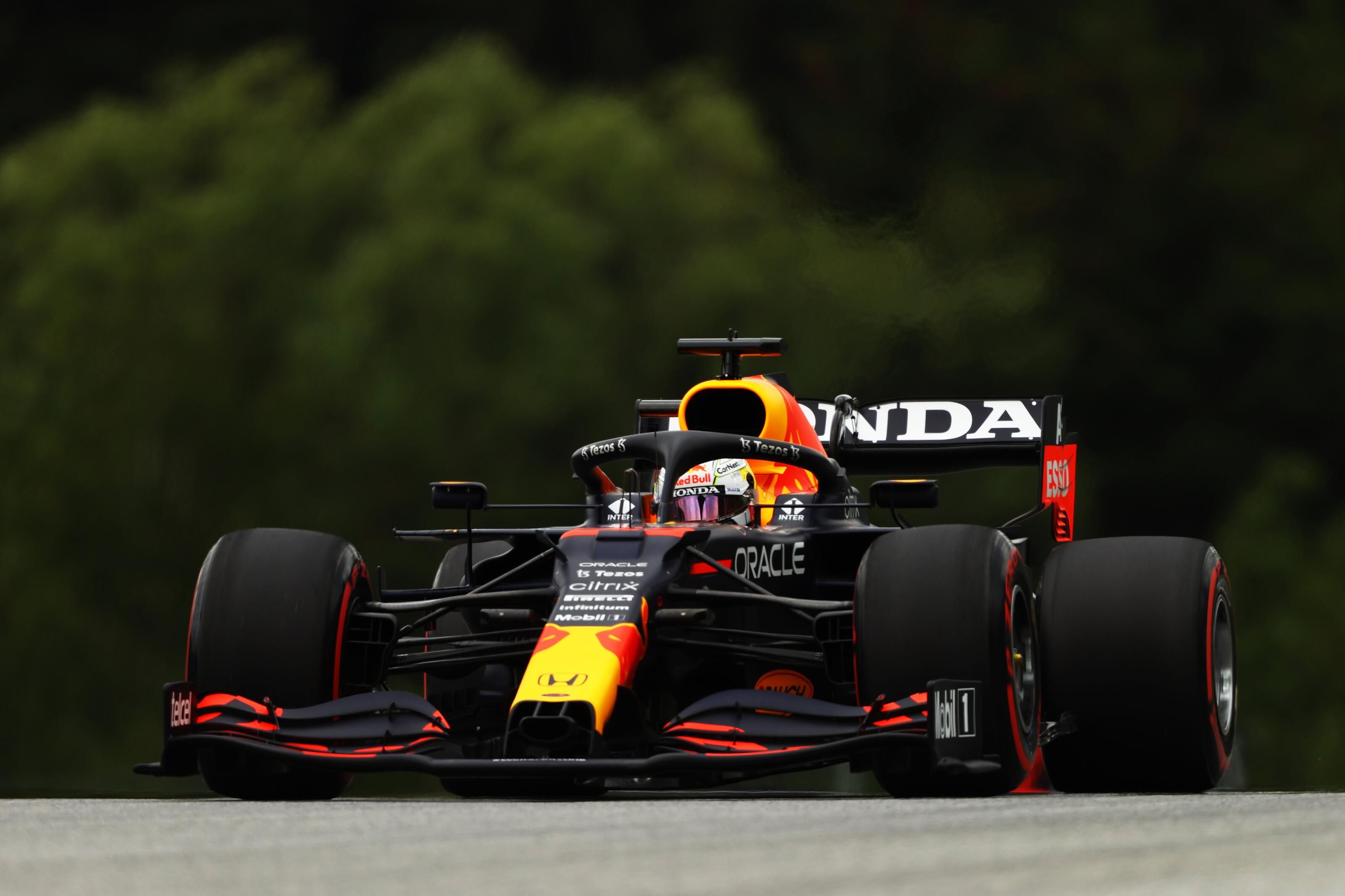 F1: Sima Verstappen-elsőség a Ferrarik előtt