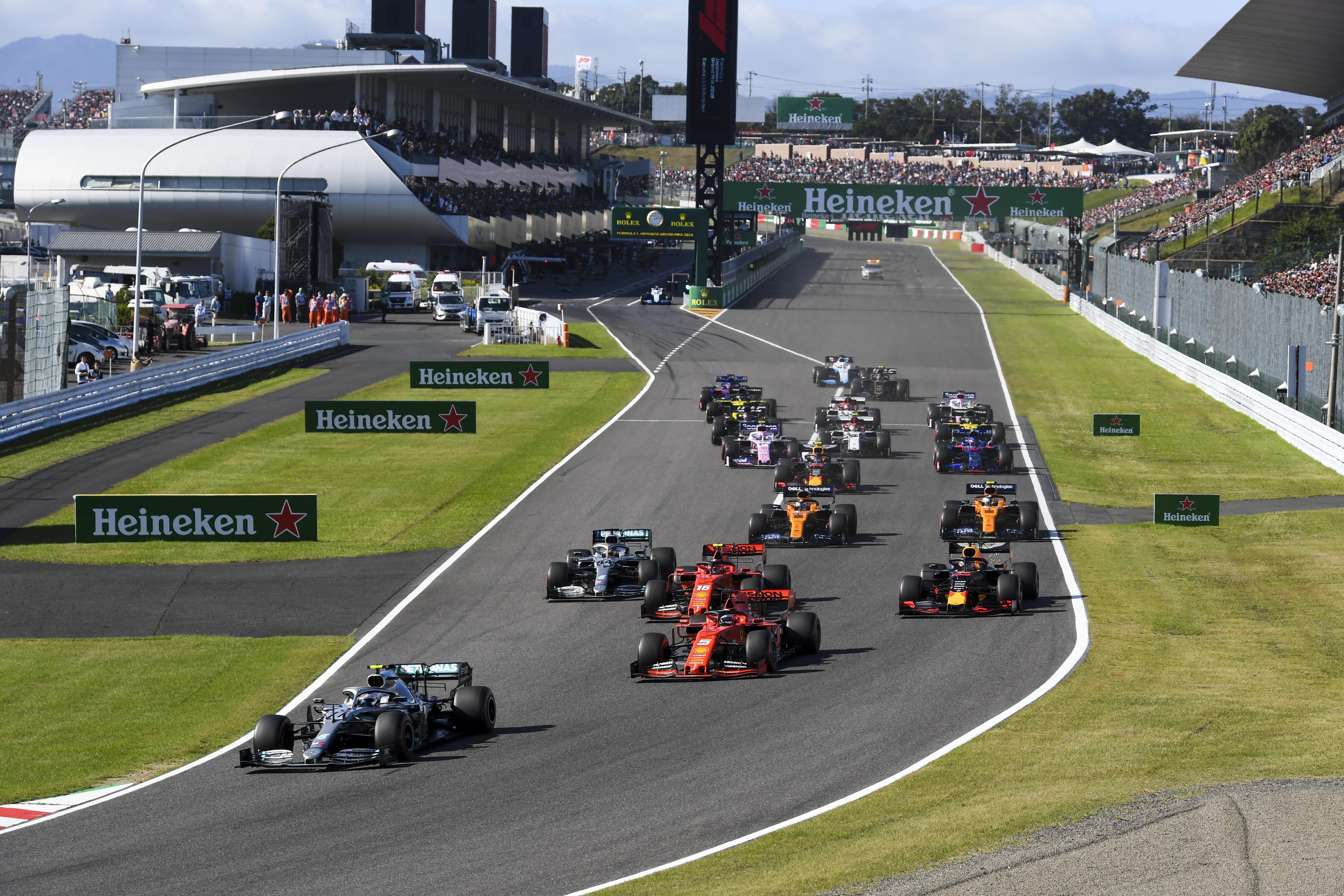 Minden F1-es csapat öszvérautóval segít a Pirellin