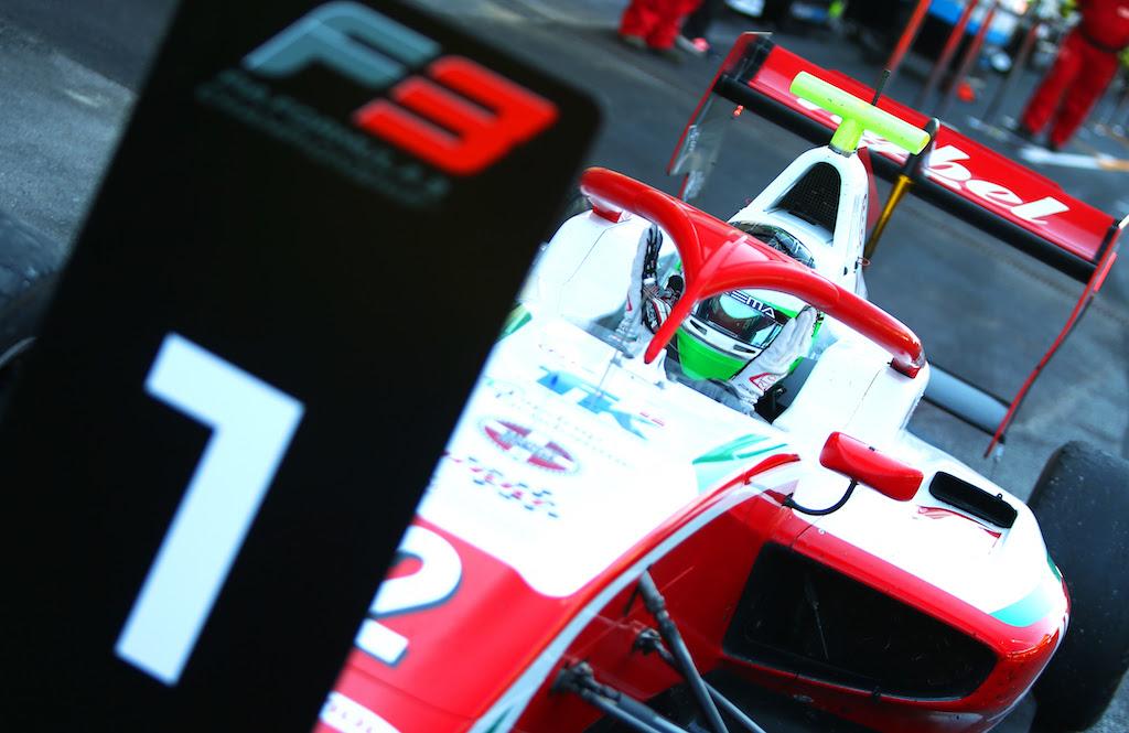 Pontegyenlőség a bajnokság élén, Vesti az első triplázó az F3-ban