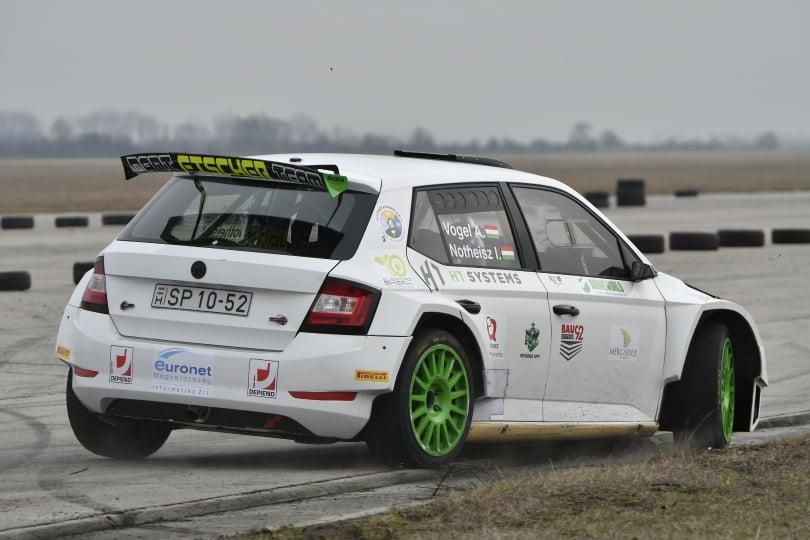 Vogel Adri R5-öst tesztelt az új év hajnalán