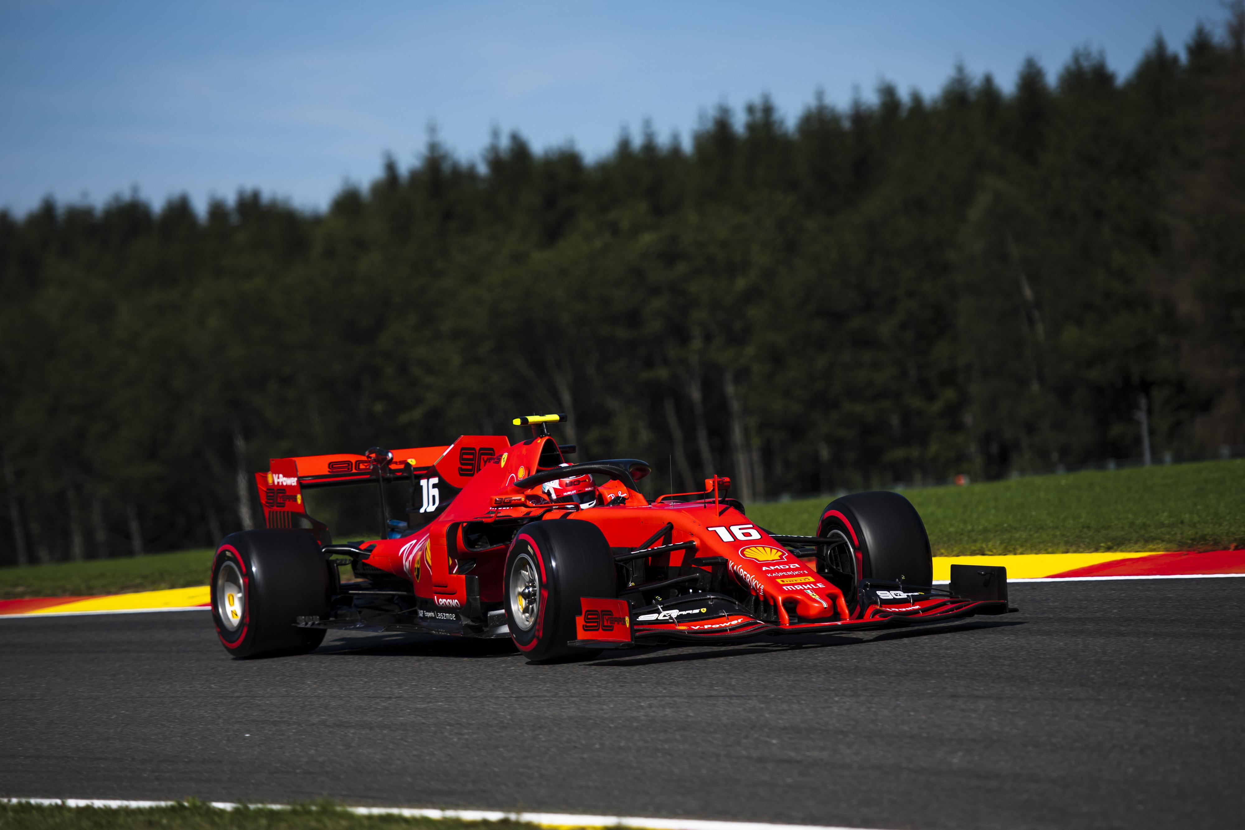 F1: Leclerc-ék az élen, Hamilton a falban a harmadik edzésen