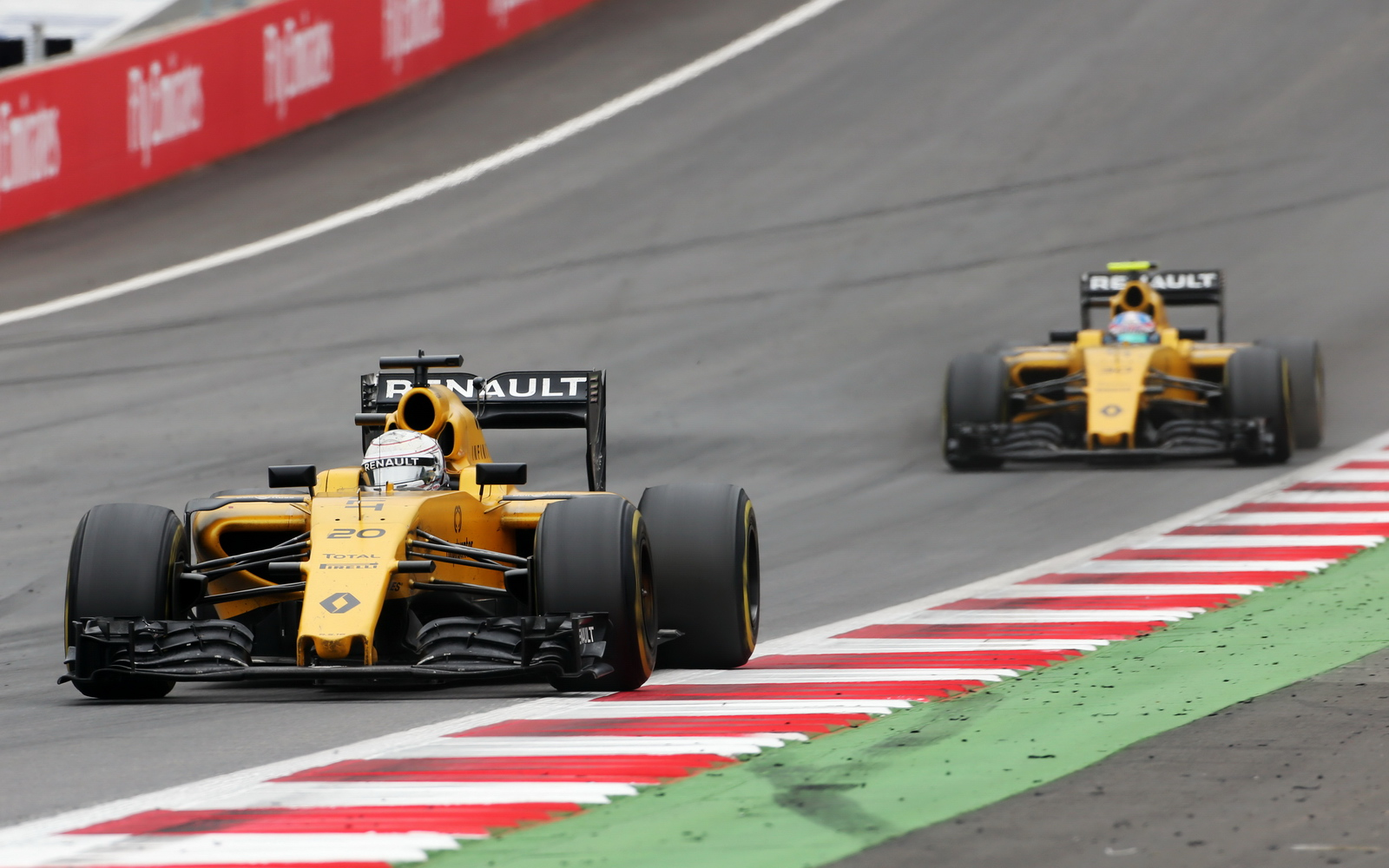 2016_austrian_gp_race_103.jpg