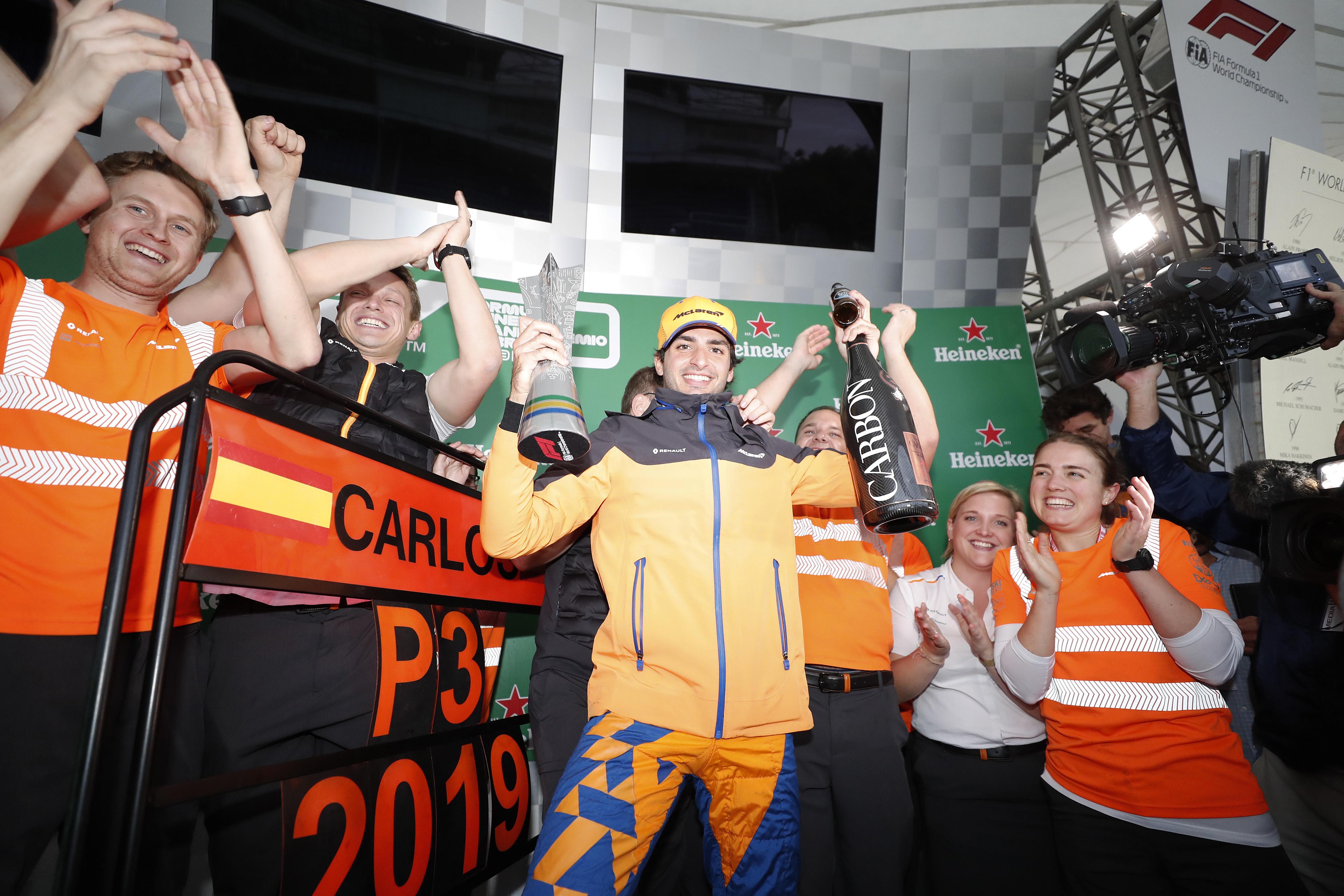 F1: Sainz először, a McLaren öt év után újra a dobogón