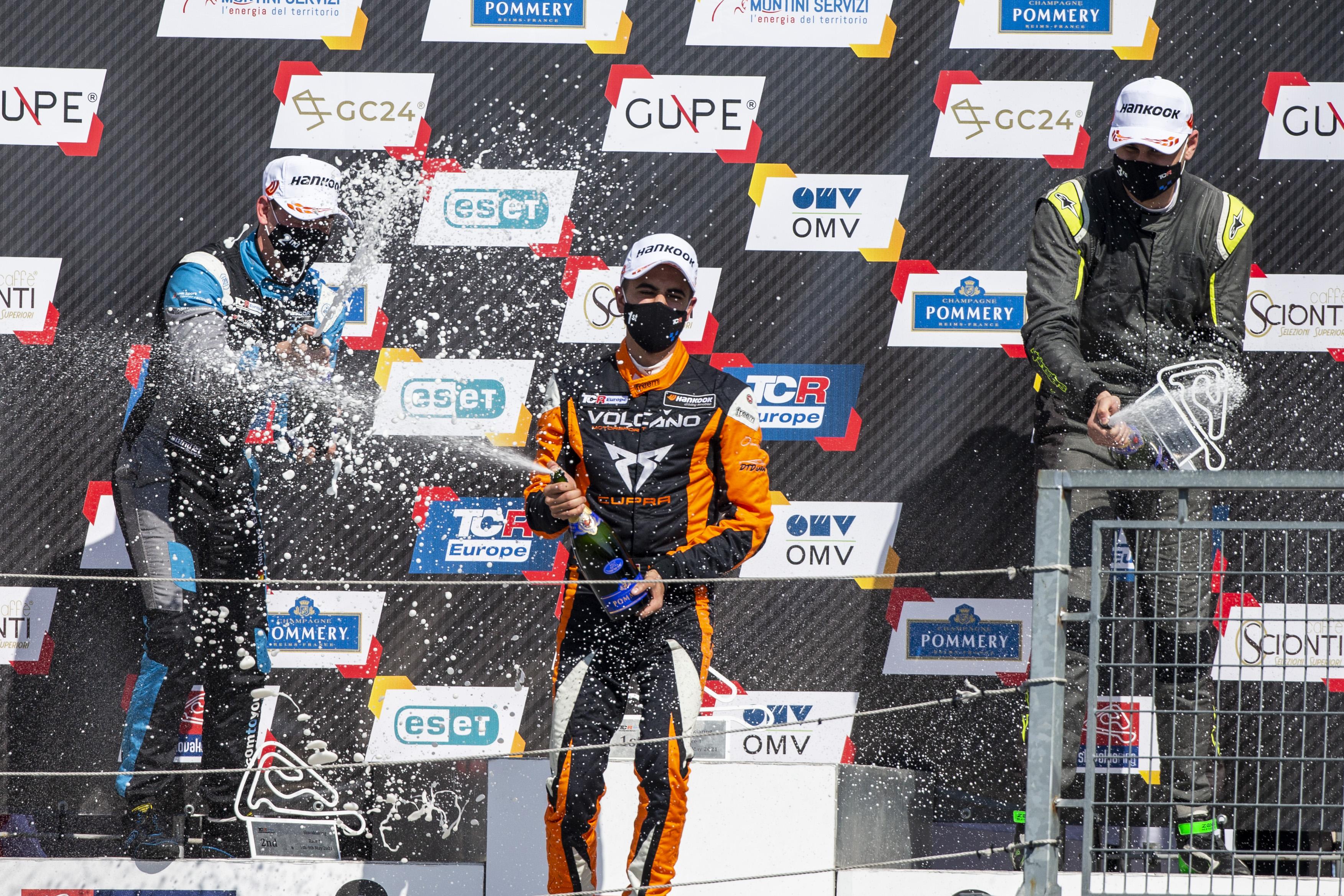 2021-2021_slovakiaring_race_1---2021_tcr_europe_slovakiaring_race_1_champagne_31.jpg