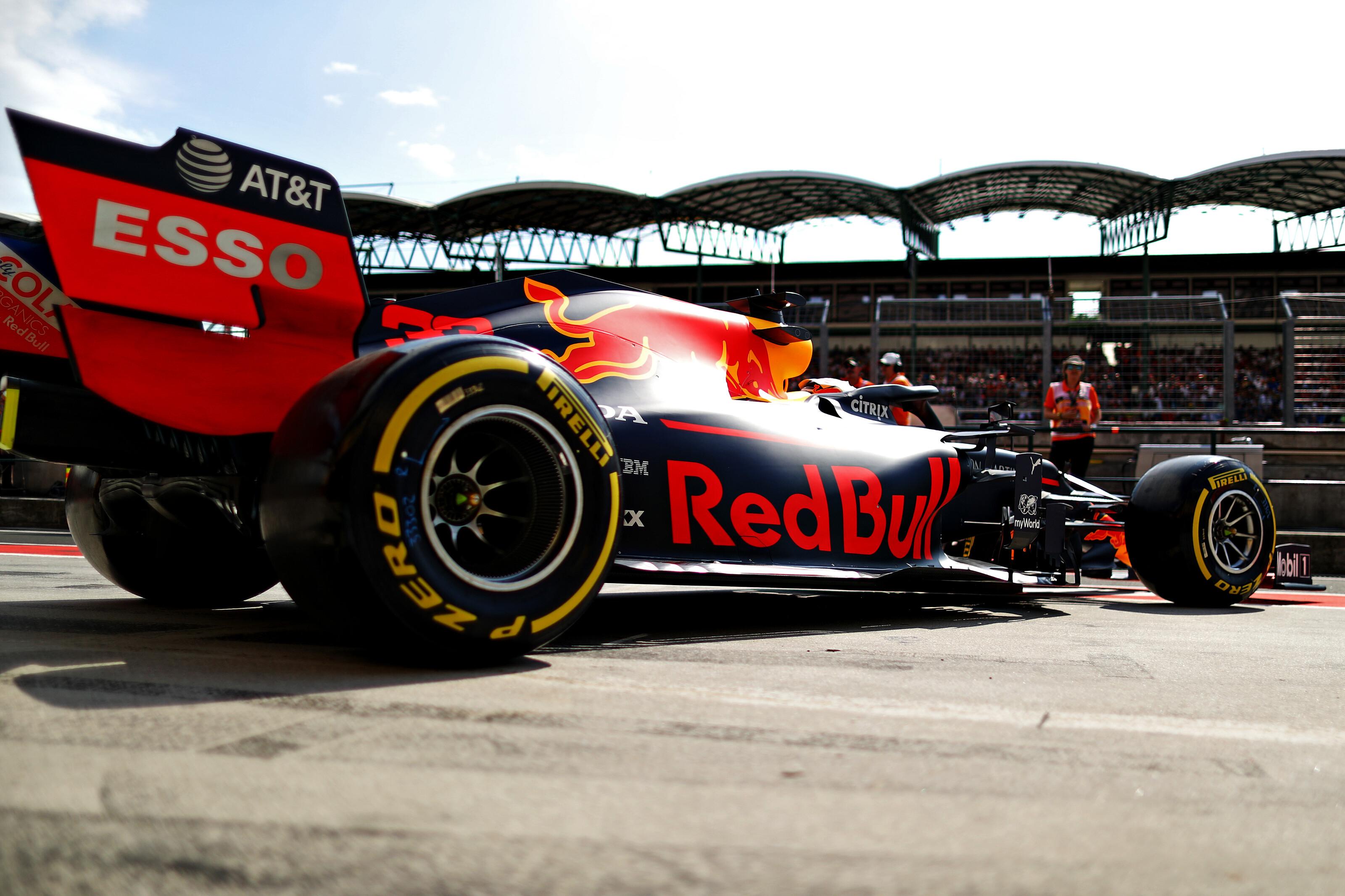 F1: Vettel és Alonso is kizárva a Red Bullnál