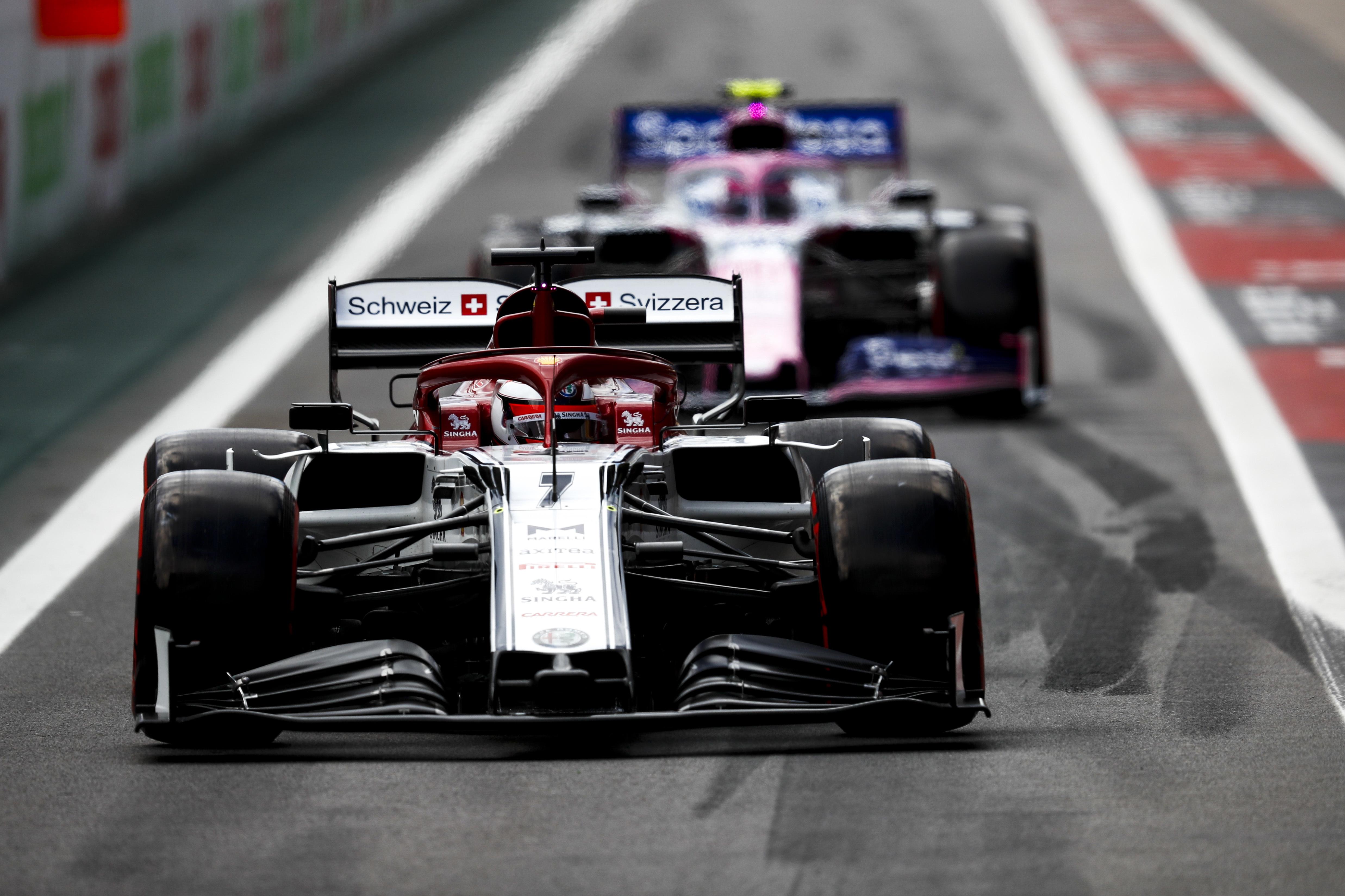 F1: Videón, ahogy felsír Räikkönenék autója