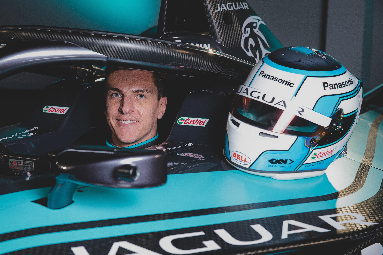 Formula-E: Gyári Ferrari-pilótára csapott le a Jaguar