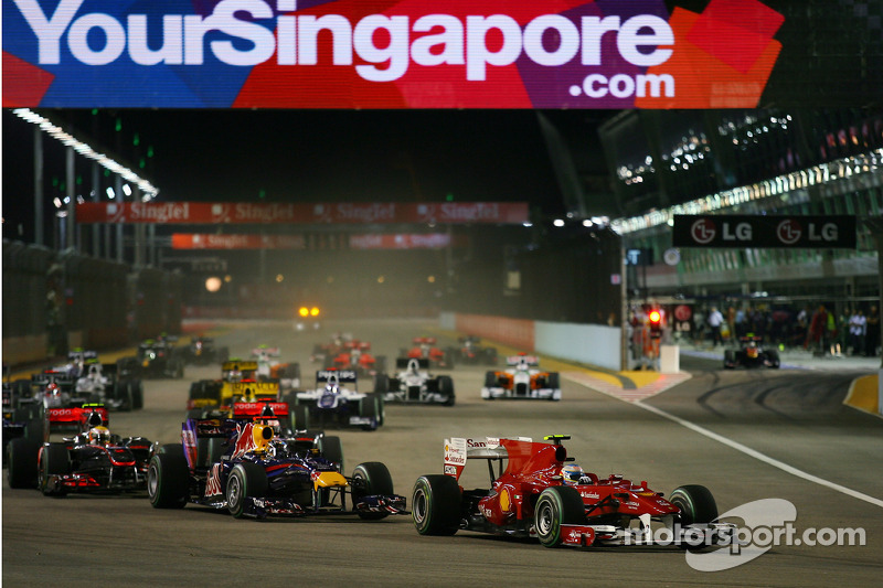 f1-singapore-gp-2010-start-fernando-alonso-scuderia-ferrari-leads.jpg