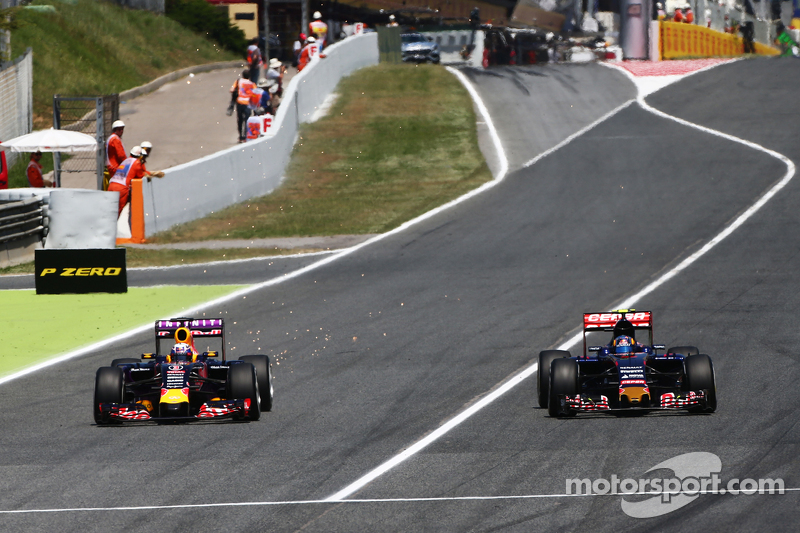 f1-spanish-gp-2015-daniel-ricciardo-red-bull-racing-rb11-and-carlos-sainz-jr-scuderia-toro_1.jpg