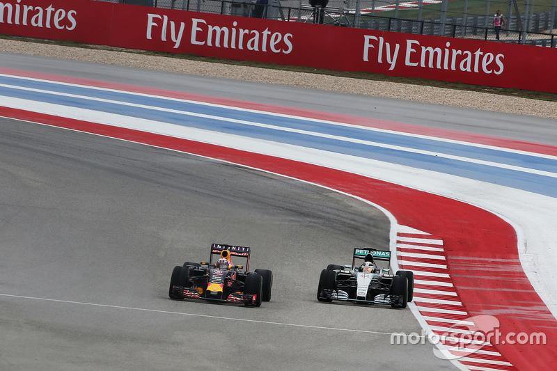 F1 - A MERCEDES SZÚRT KI A RED BULL-LAL?!