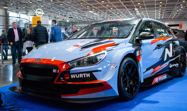 TCR EU: Ütős, a WTCR-technikákéra hajazó festést kapott Nagy Daniék 2019-es autója