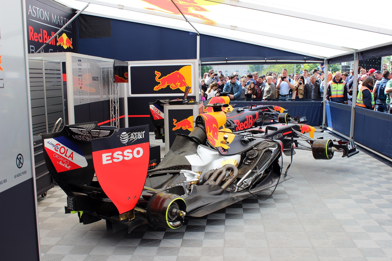 Érthető módon a Red Bull háza táját övezte a legnagyobb érdeklődés.<br />Fotó: Kováts Olivér