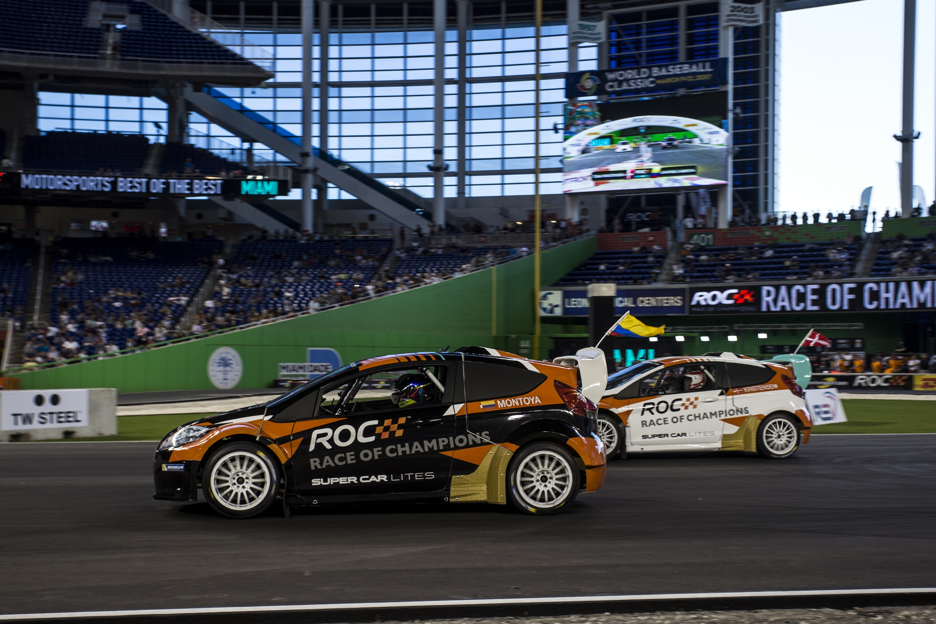 juan-pablo_montoya_col_races_tom_kristensen_dnk_driving_therx_supercar_lite_during_the_race_of_champions_on_saturday_21_january_2017_at_marlins_park_miami_florida_usa_560.JPG