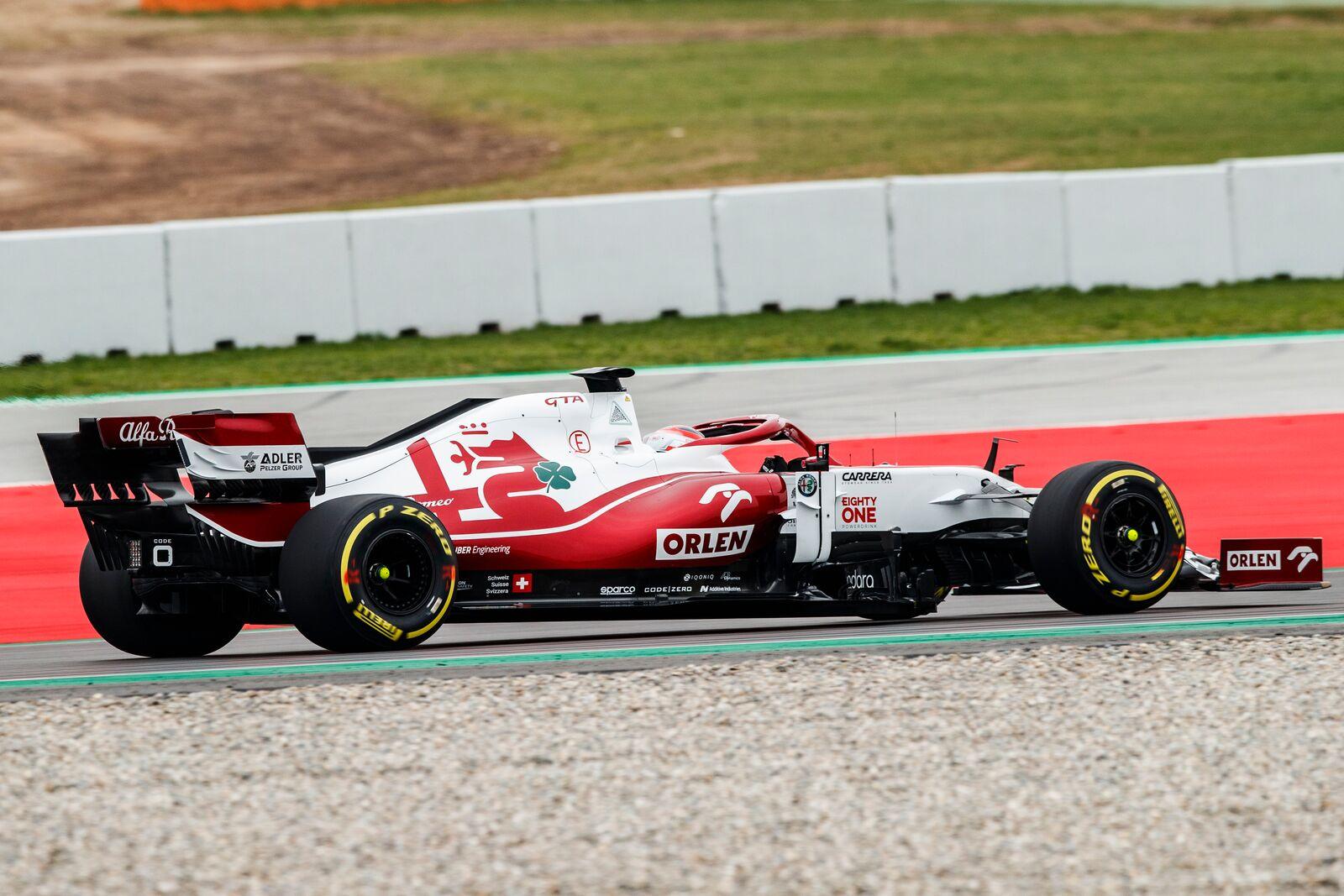 Egy-egy forgatási napon 100 km-t szabad megtenni az autóval, azt is kizárólag a Pirelli ultrakemény demóabroncsain.<br /><br />Fotó:Xavi Bonilla / DPPI (Alfa Romeo Racing Media)<br /><br />