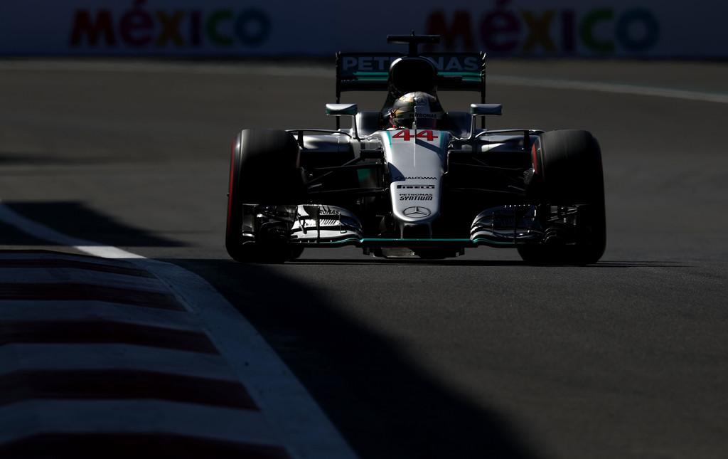 F1 - HAMILTON-POLE MEXIKÓBAN, ROSBERG MEGMENTETTE A MENTHETŐT