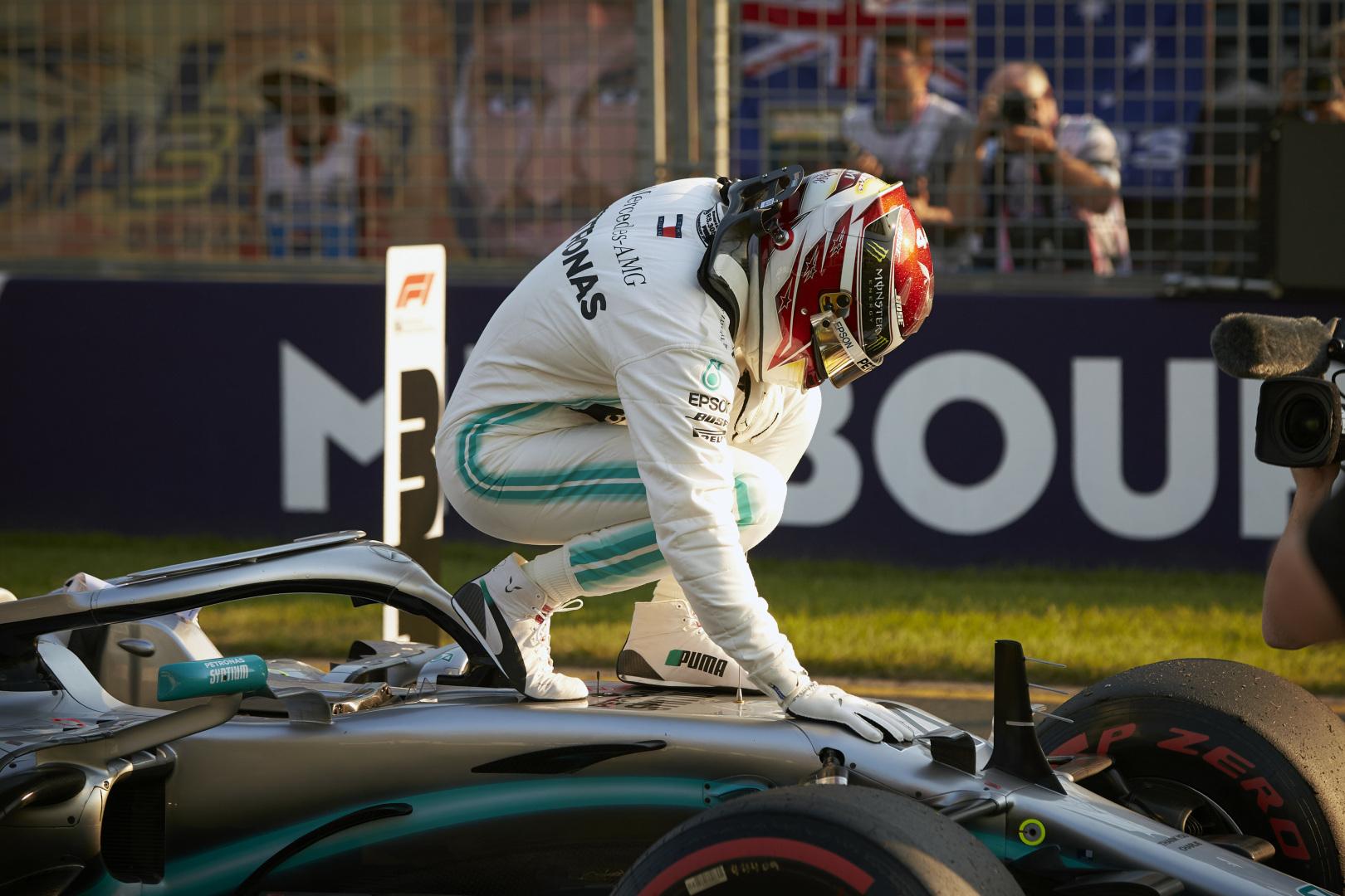 F1: Hamilton is nagylelkű adománnyal állt be az ausztrál tűzvész érintettjei mögé