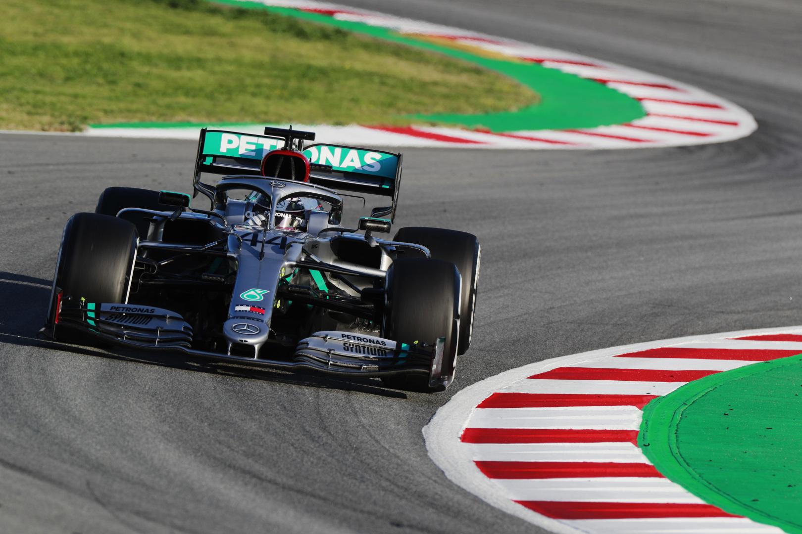 F1: Mercedes 1-2 a megdöbbentően sima első tesztnapon