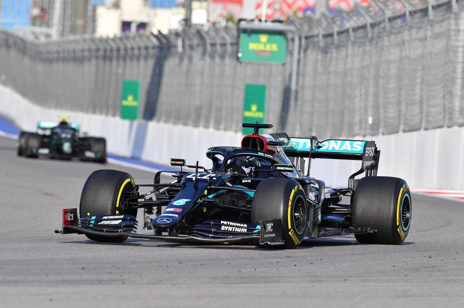 F1: Meggondolták magukat a stewardok, törölték Hamilton büntetőpontjait