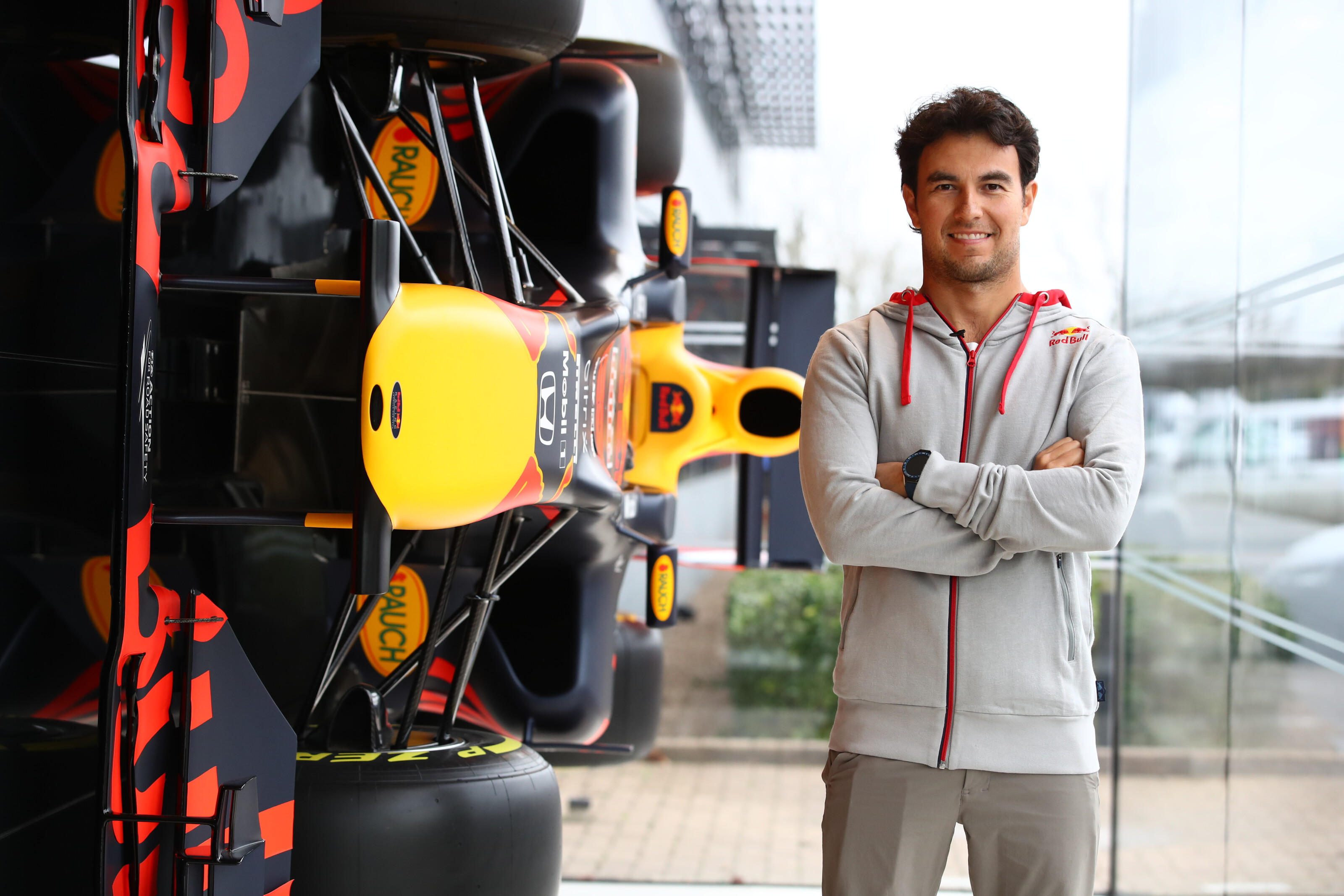 F1: Pérez immár a Red Bull színeiben feszít