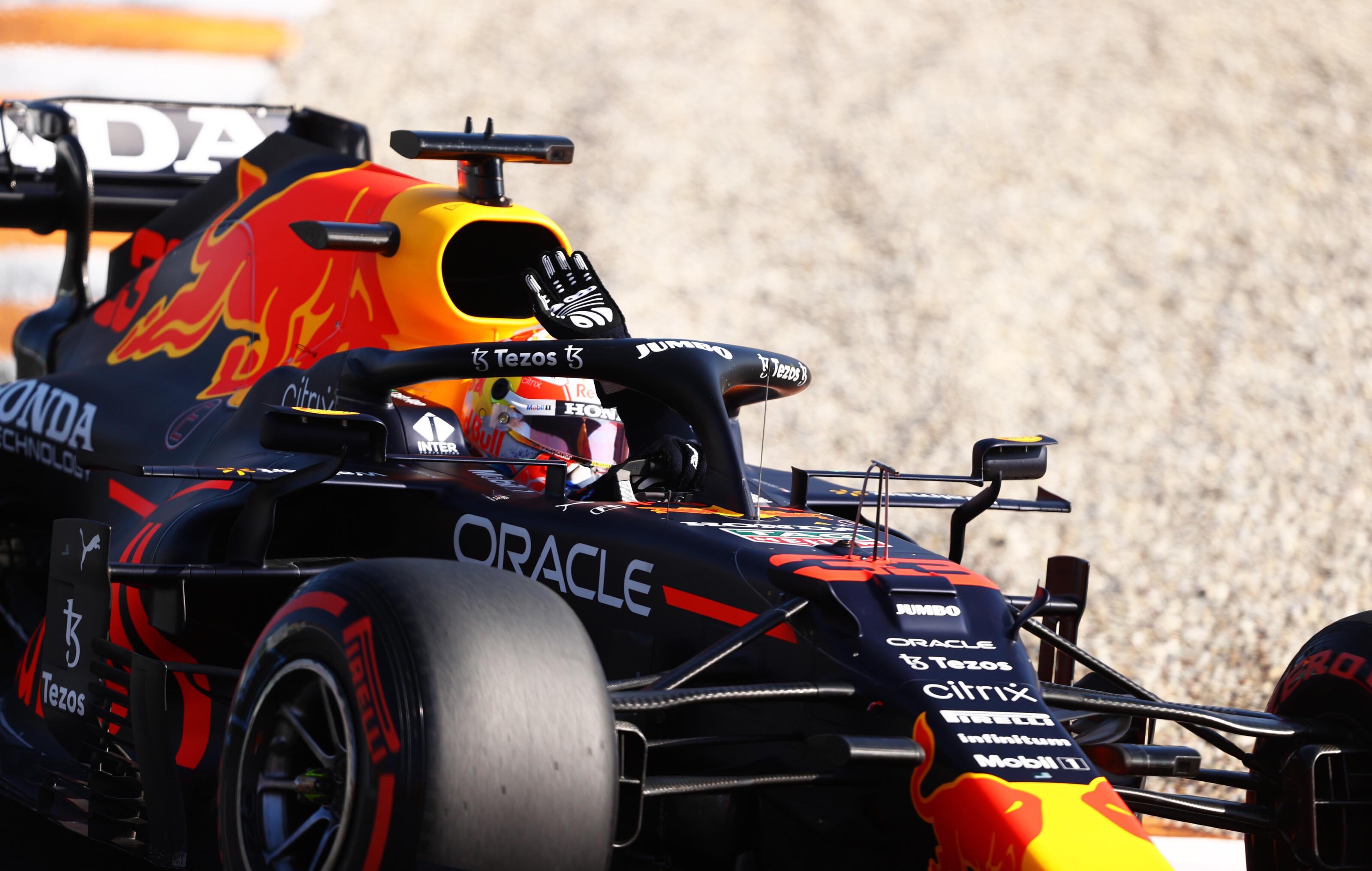 F1: 38 ezreddel Verstappené a holland pole