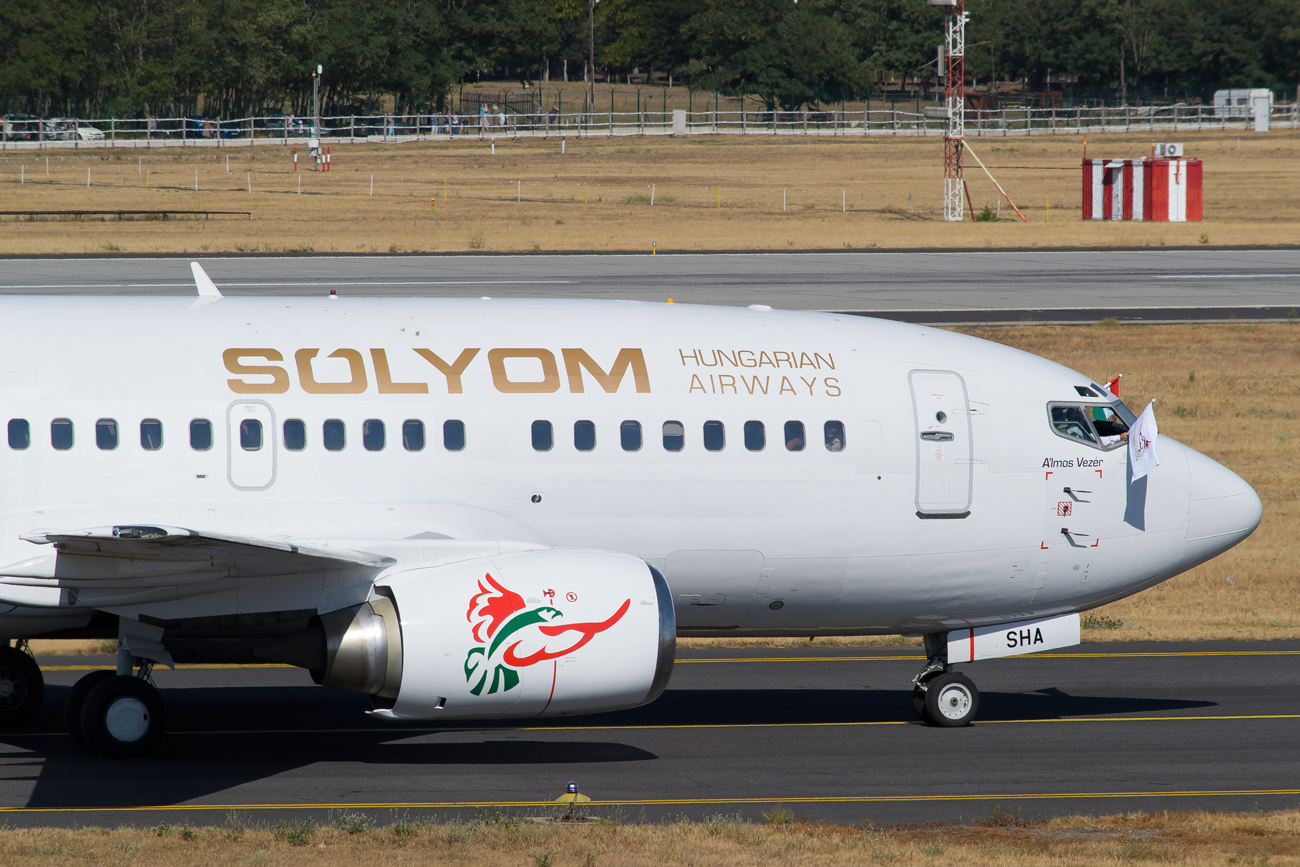 Sólyom_Hungarian_Airways_B737_3.jpg