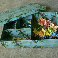 Decoupage-al készült doboz karácsonyfadíszek tárolására
