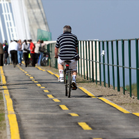 Új híd, hullámos kerékpárút?!