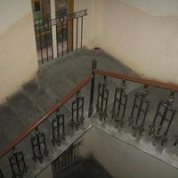XXI. századi életforma egy XIX. században épült belvárosi házban_6_Lépcsőházak