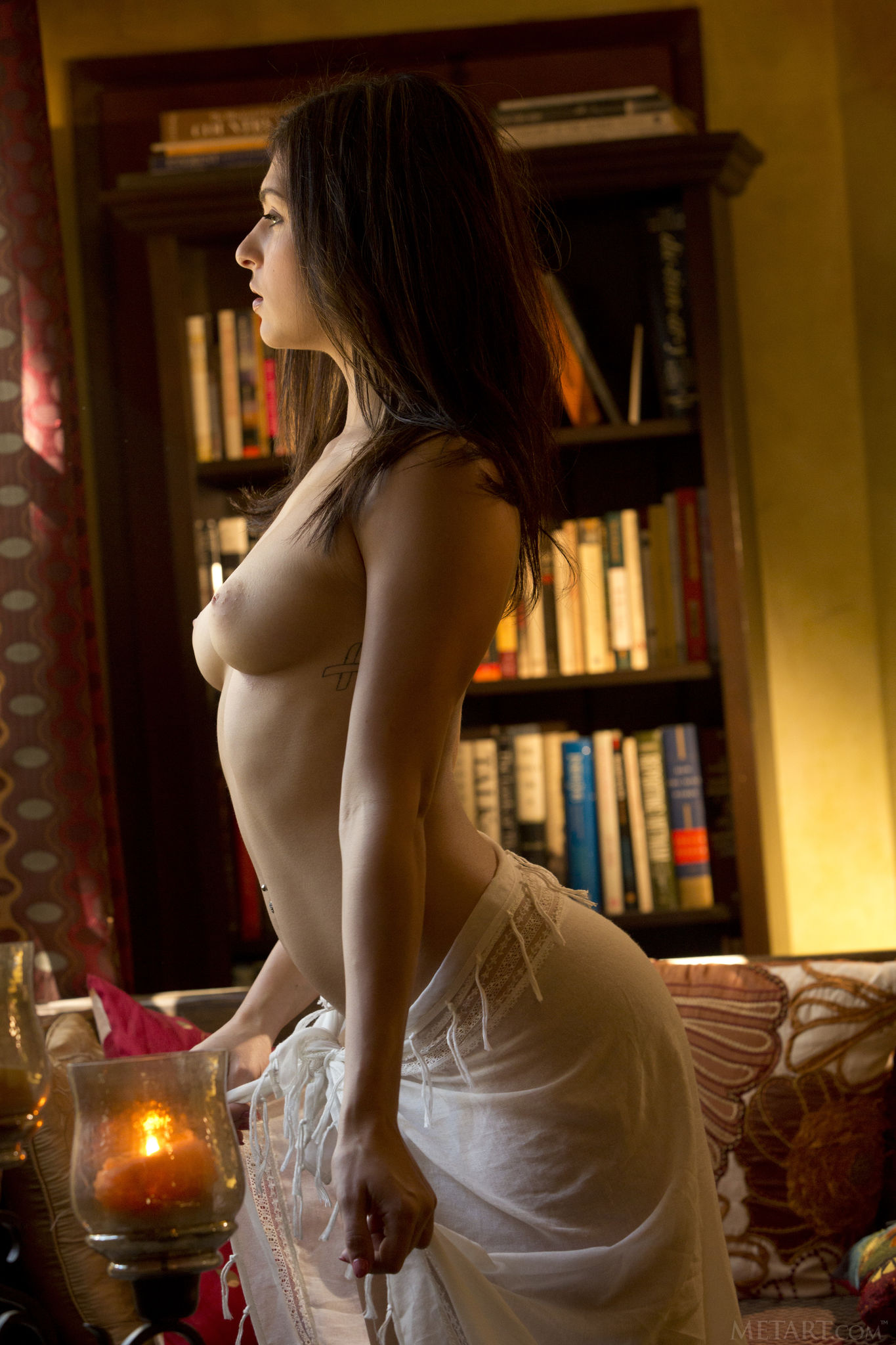 busty-shaved-brunette-leah-gotti-with-plump-pussy-from-met-art-5.jpg