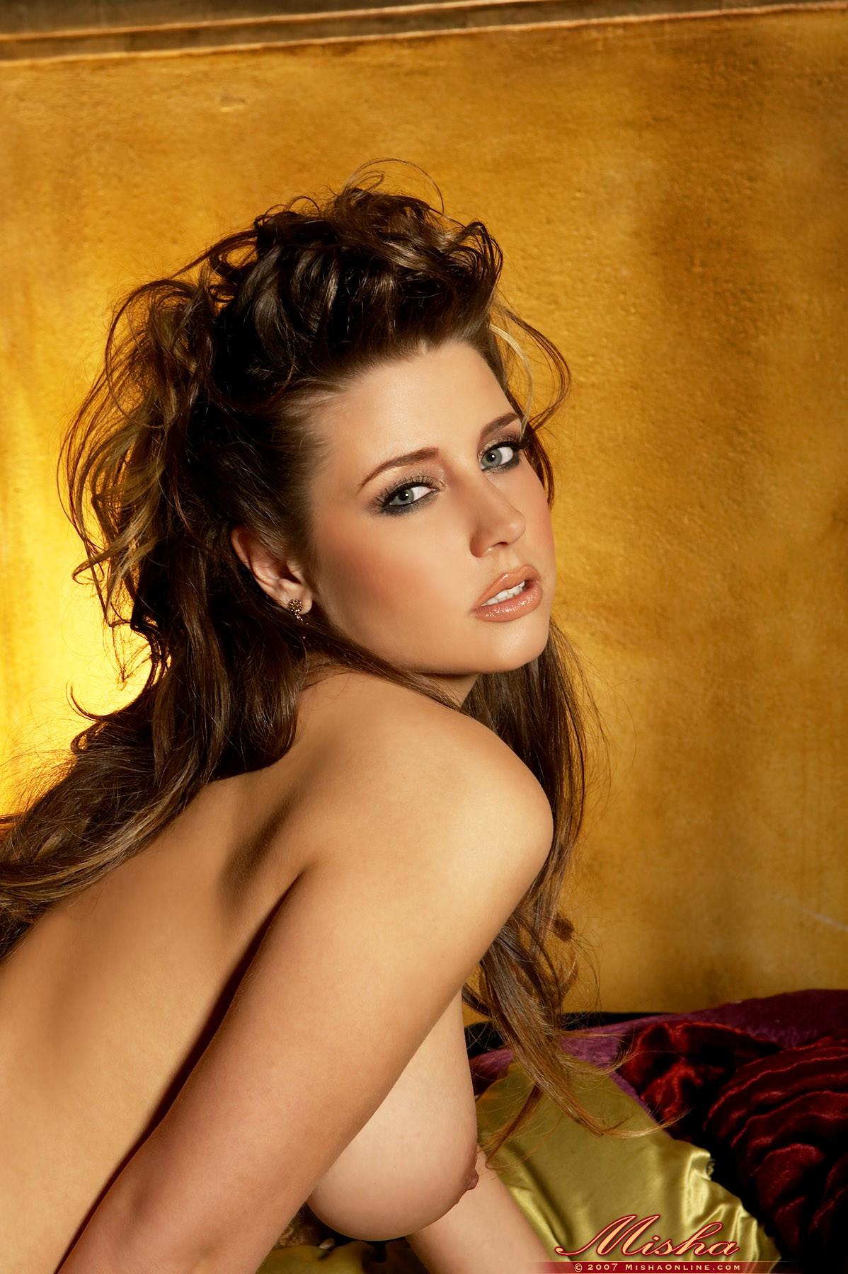 shaved-brunette-babe-erica-campbell-14.jpg