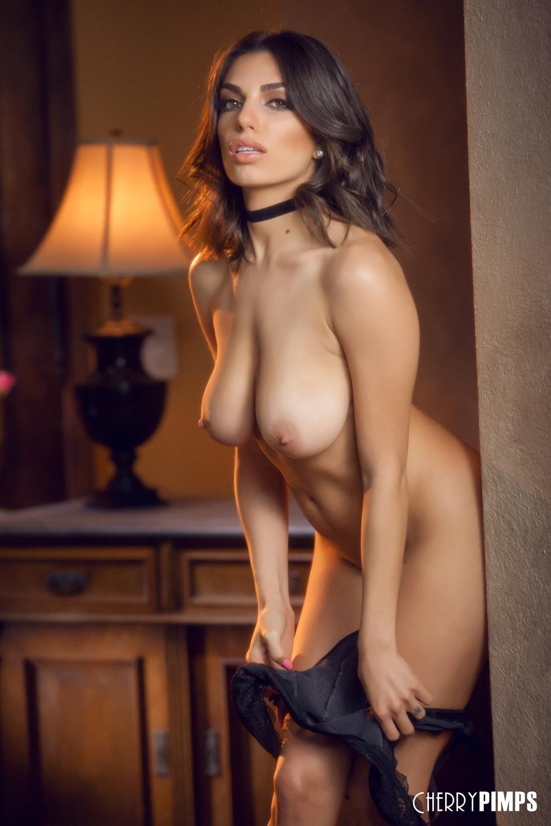 shaved-brunette-darcie-dolce-11.jpg