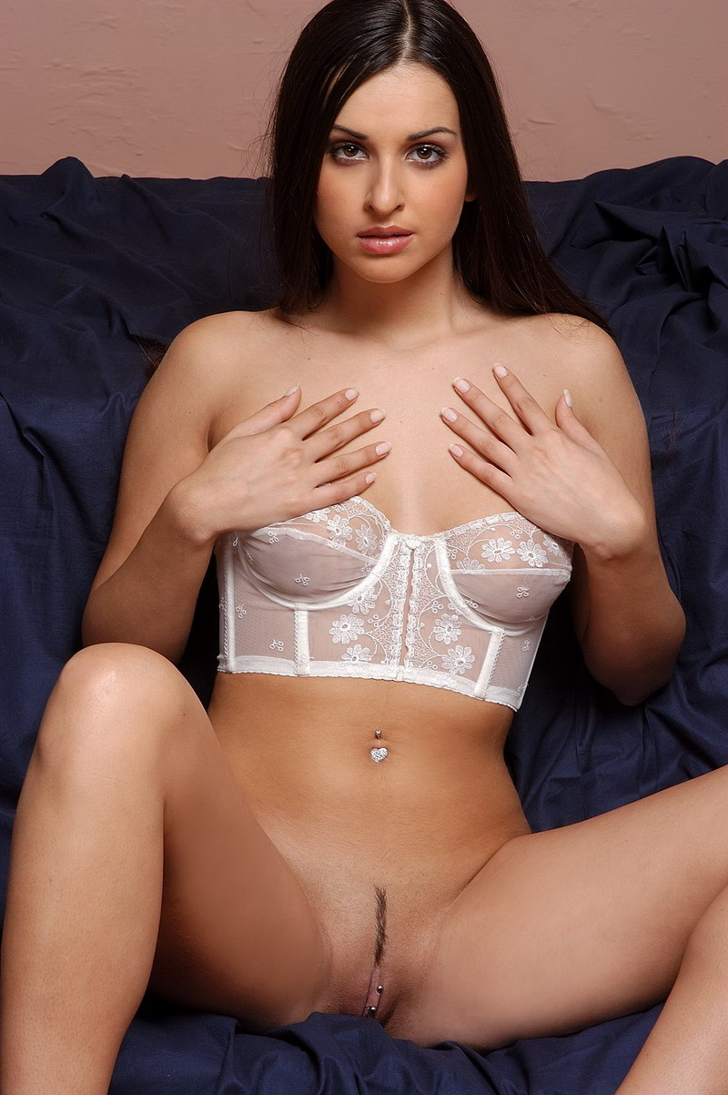 brunette-babe-ennie-cailess-with-pierced-pussy-wearing-corset-7.jpg