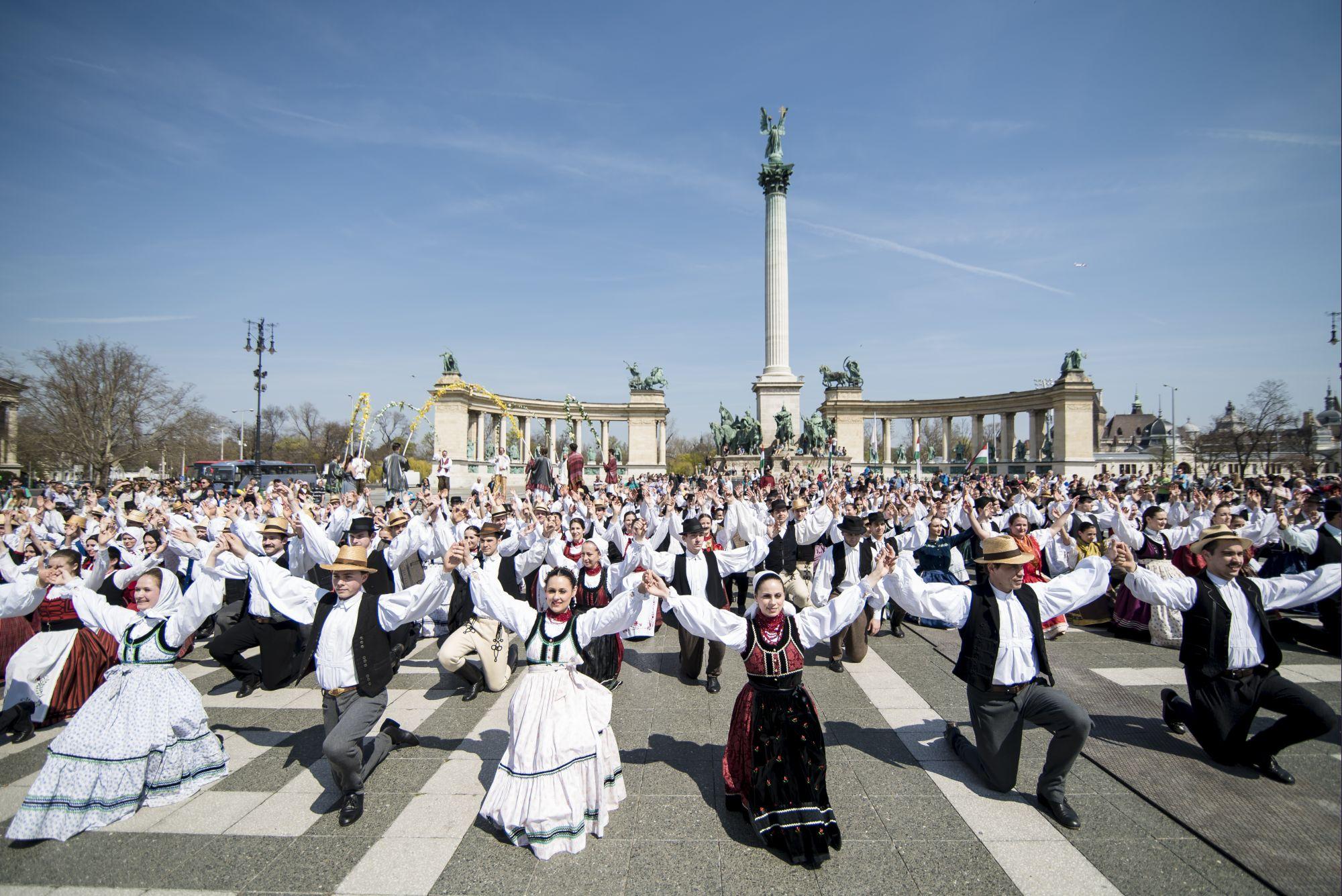 Fesztiválnyitó promenád © Hrotkó Bálint