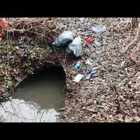 Az ÉCSVCS Kft, mint a Szigetszentmiklósi Önkormányzat cége környezetet szennyez!  Itt megnézhető, hogy hogyan!
