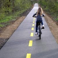 Szigetszentmiklós: Új kerékpárutat terveznek a Csepeli útra, miközben a Gyári úti több éves ígéret se készült el.