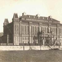 A közraktárak mellett álló Elevátor-ház a ferencvárosi Duna-parton az 1900-as évek elején